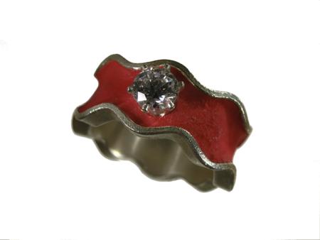Ring i silver och röd epoxi med klar zirkon.